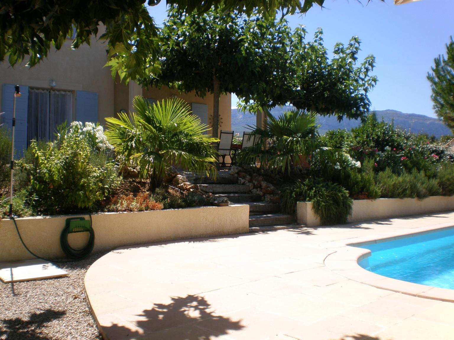 Zwembad en tuin met terras villa chouette - Zwembad in het terras ...